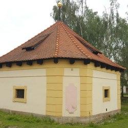 hubenov-hospodarsky-dvur-santini 3